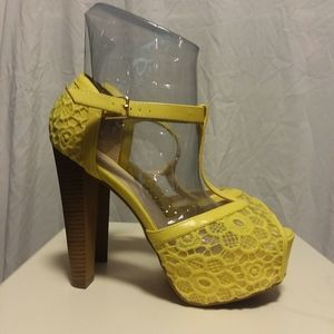Bright yellow platform heels. SEXY.